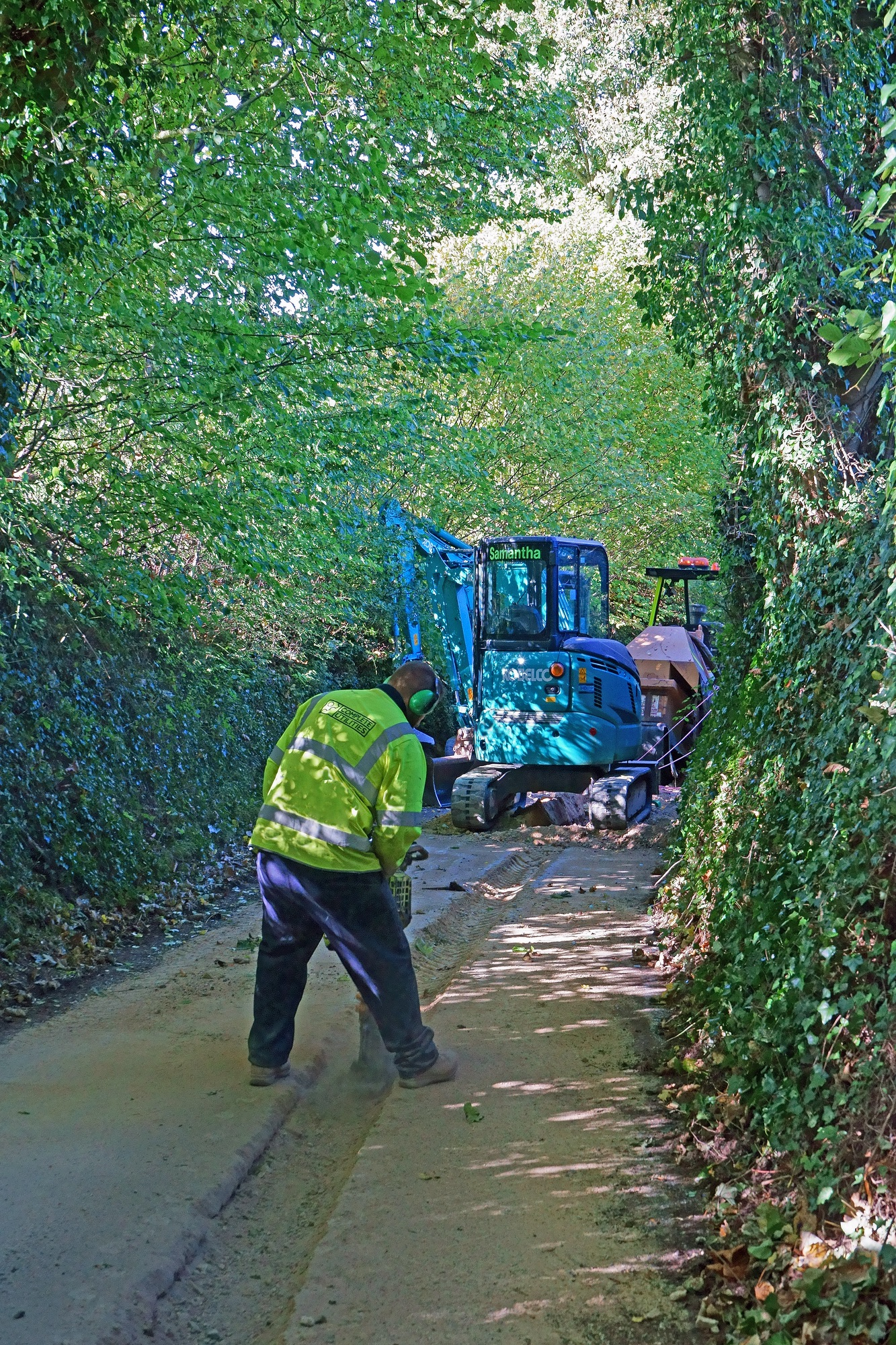 SS_EDITORIAL_ONLY Painswick, Gloucestershire, UK, October 4th, 2018, reinstating an excavation of the highway after the laying of fibre optic cables in a very narrow country lane.